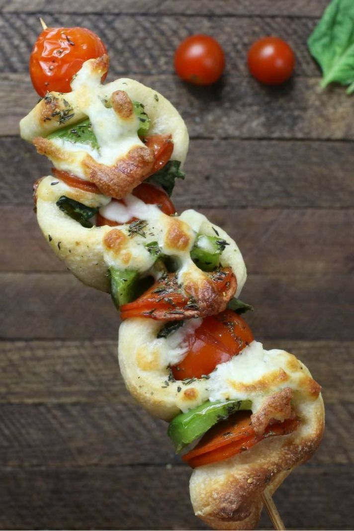 10 Minute Easy Grilled Pizza Skewers (with Video) - Recipes Pizza Skewers