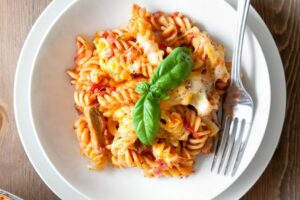 8-minute pasta bake with meat-free steak pieces