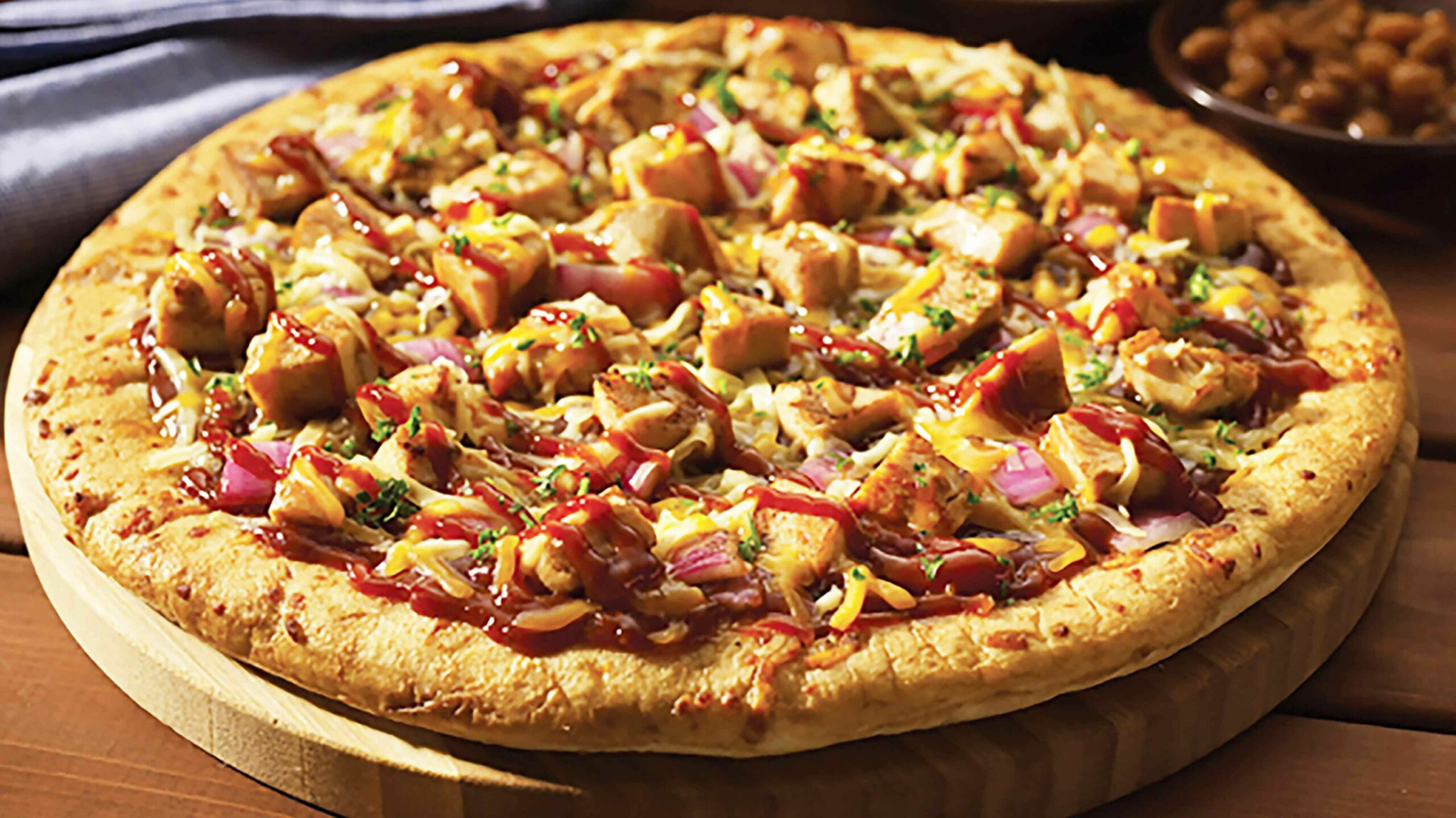 Barbecue Chicken Pizza with Red Onion and Smoked Gouda - Recipes Pizza Chicken