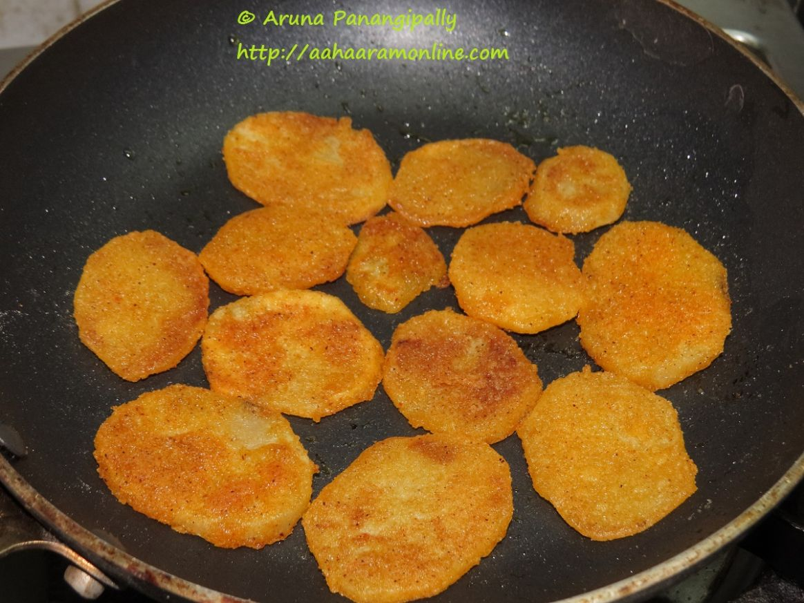 Batata Kaap - Crispy Sliced Potatoes - A Maharastrian Recipe - Potato Recipes In Marathi