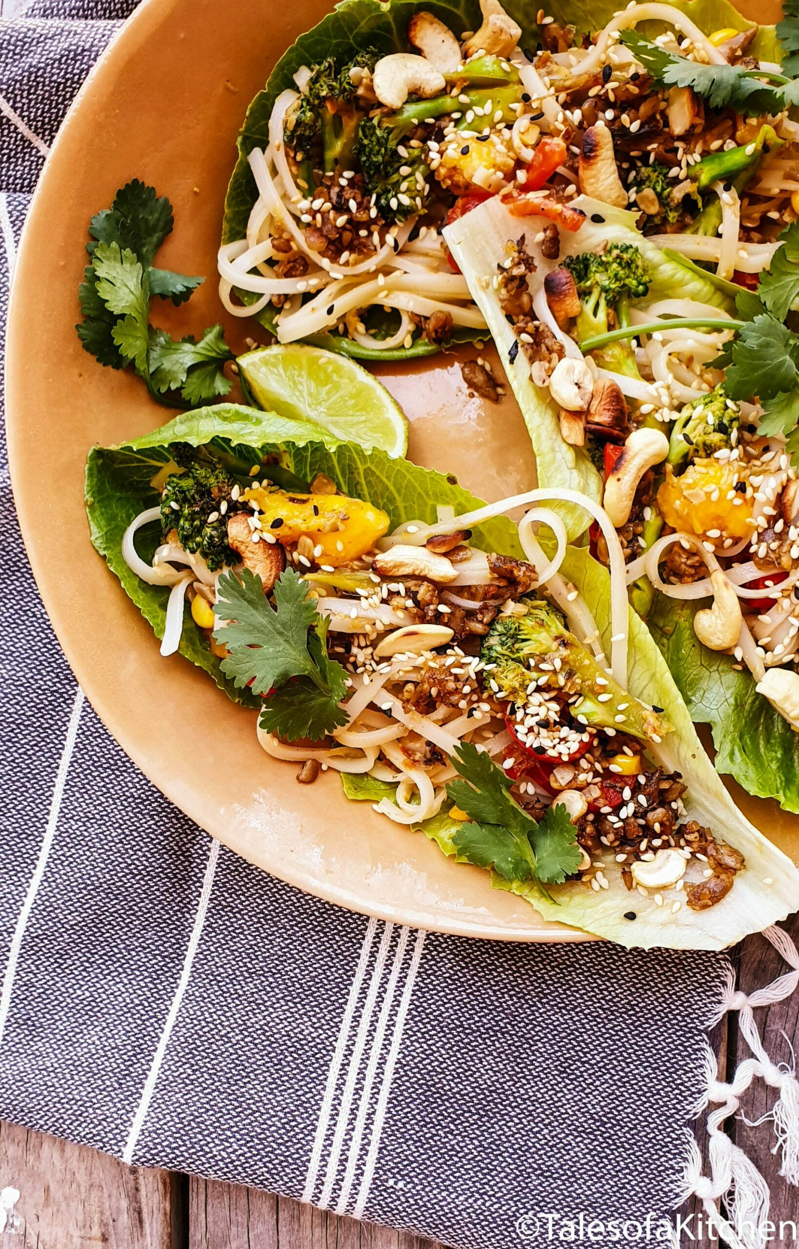 Beef' mince and mango noodle lettuce cups