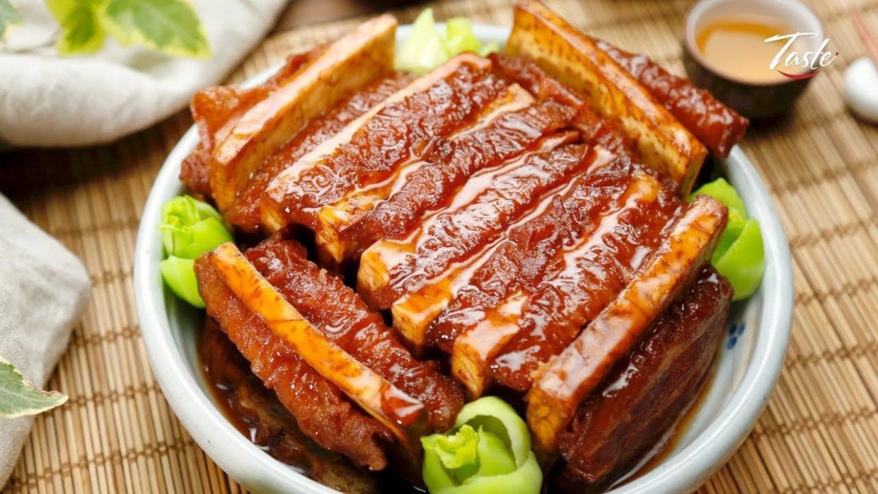 Chinese Braised Pork Belly Slices with Taro l 粵菜- 香芋扣肉 ..