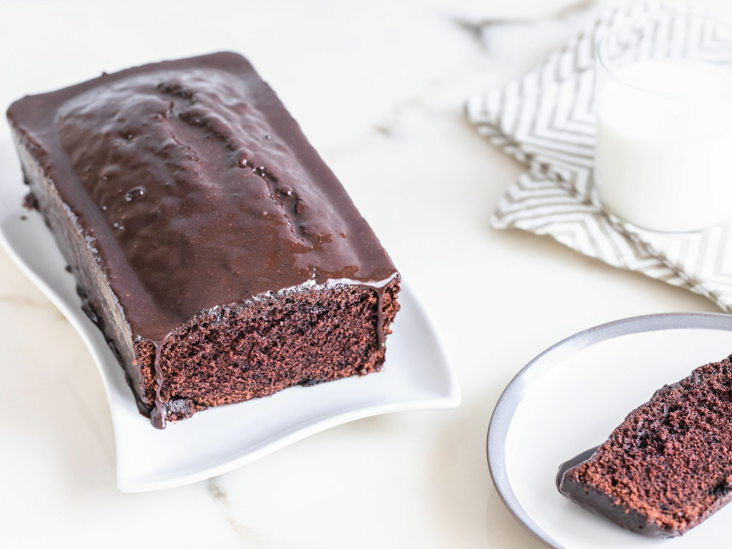 Chocolate Loaf Cake With Easy Chocolate Glaze - Recipes Chocolate Loaf