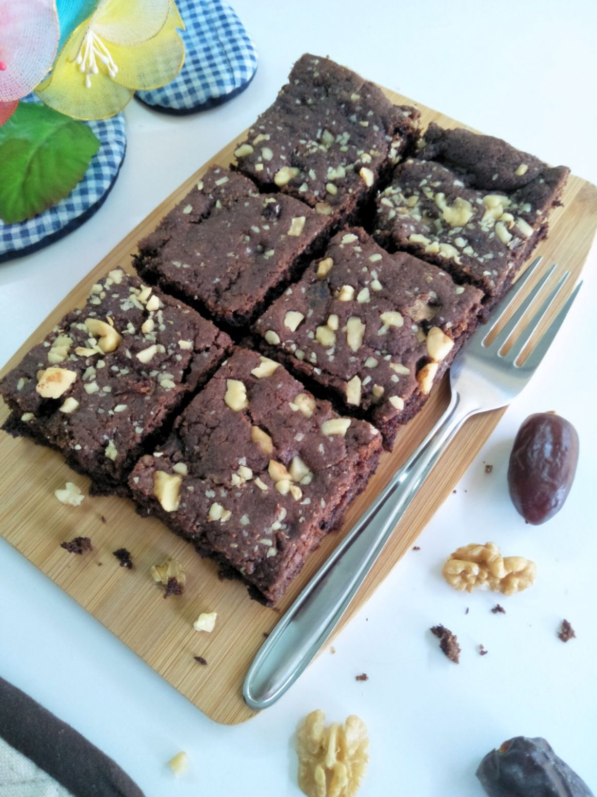Date And Walnut Whole Wheat Eggless Brownie Recipe in Urdu | The ..