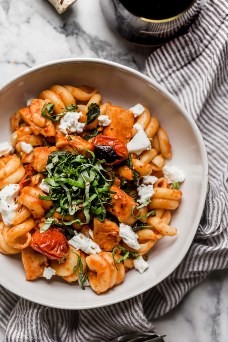 Date night pasta pomodoro with chicken & goat cheese - Dinner Recipes Date Night