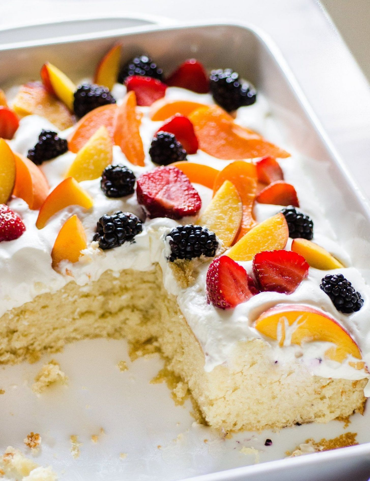 Easy Summer Cake with Fruit & Cream - Recipes Easy Summer Desserts