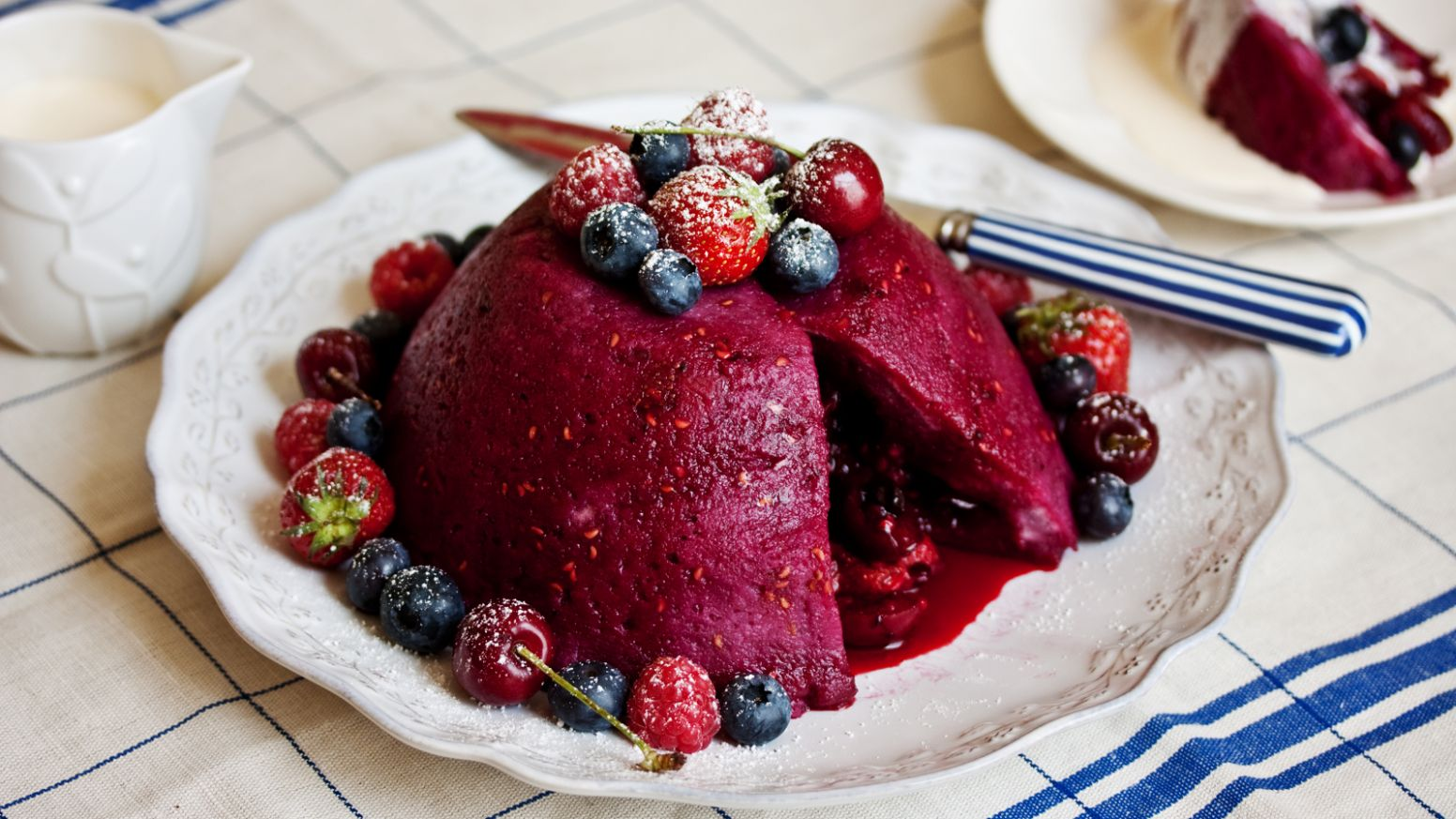 Easy summer pudding - Recipes Summer Pudding