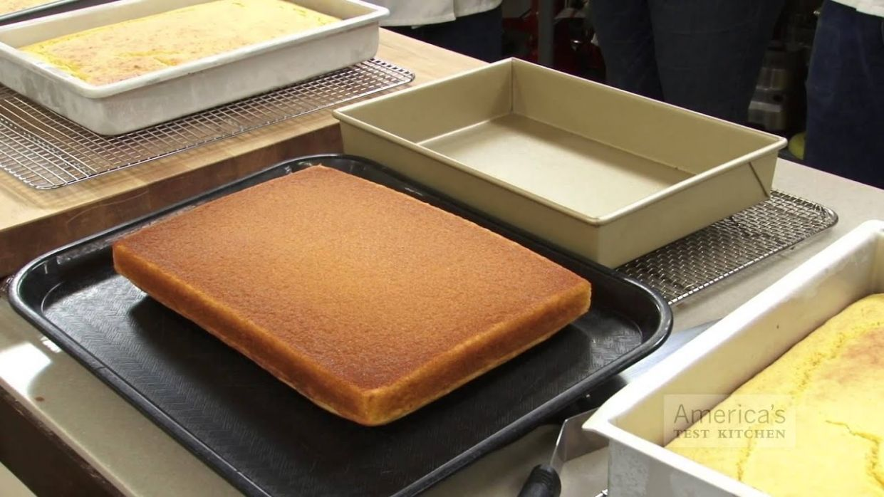 Equipment Review: Best 10 x 10 Metal Baking Pans (Cakes, Brownies, Sticky  Buns) & Our Testing Winner - Cake Recipes For 9 X 13 Pan
