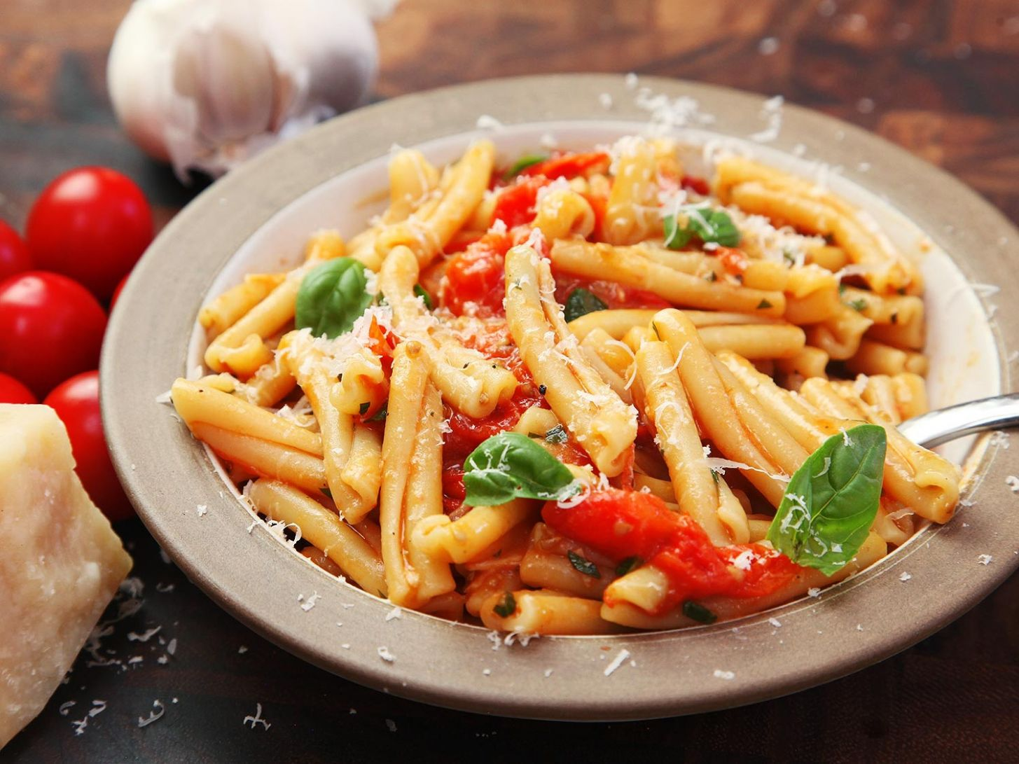 Fast and Easy Pasta With Blistered Cherry Tomato Sauce Recipe - Recipes Pasta Dishes