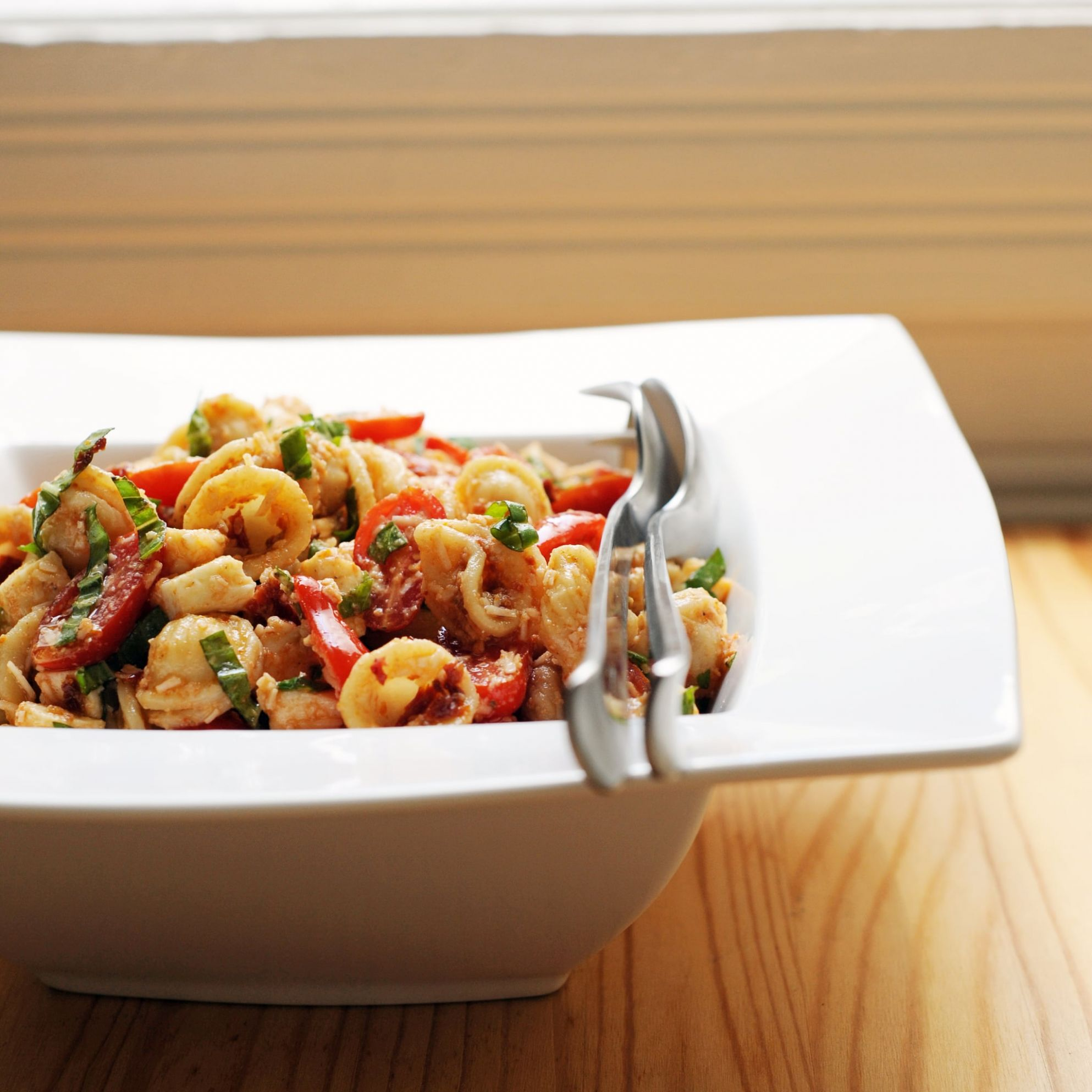 Feed a Crowd With Sun-Dried-Tomato Pasta Salad - Summer Recipes To Feed A Crowd