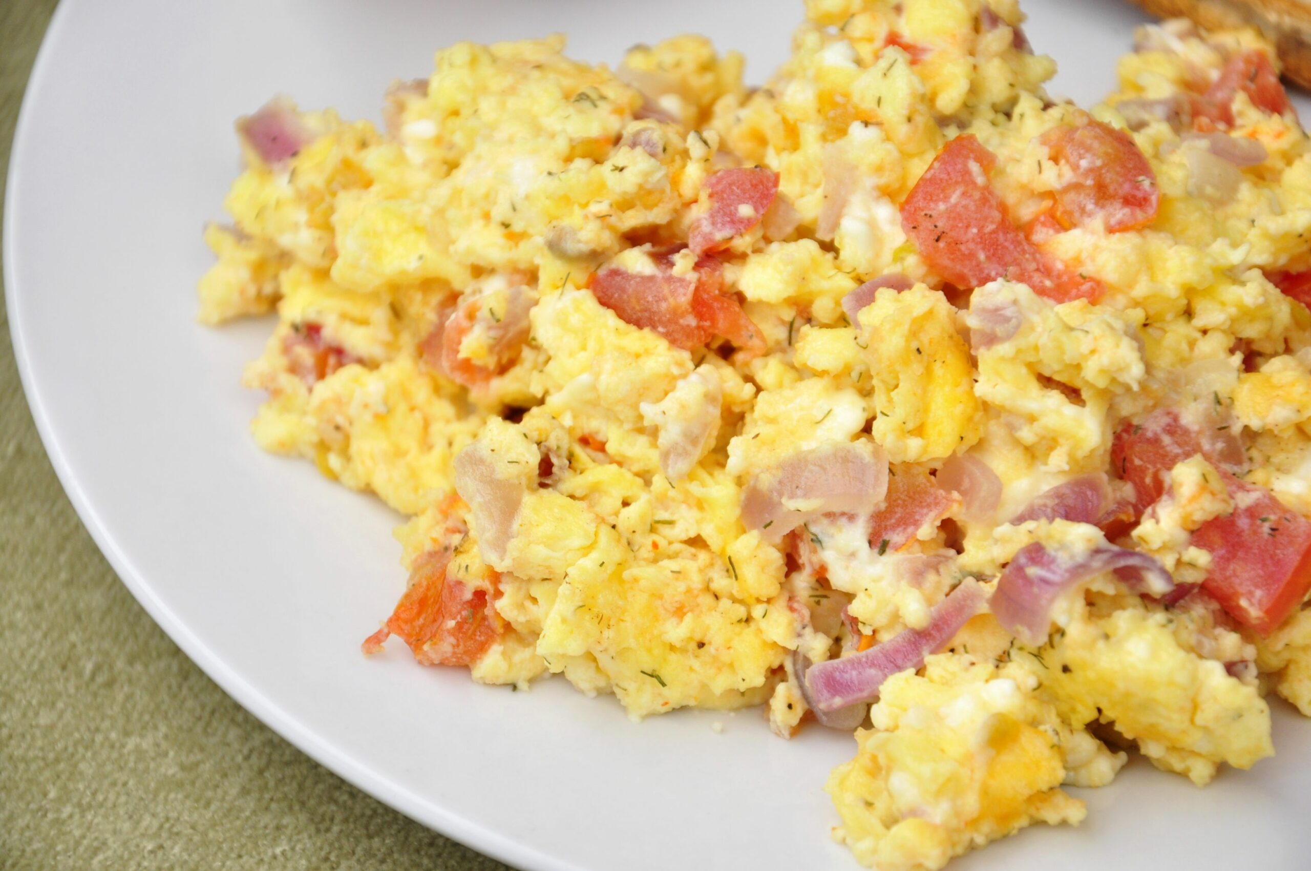 Greek Scrambled Eggs with Feta, Tomato and Dill – the vegetarian ..