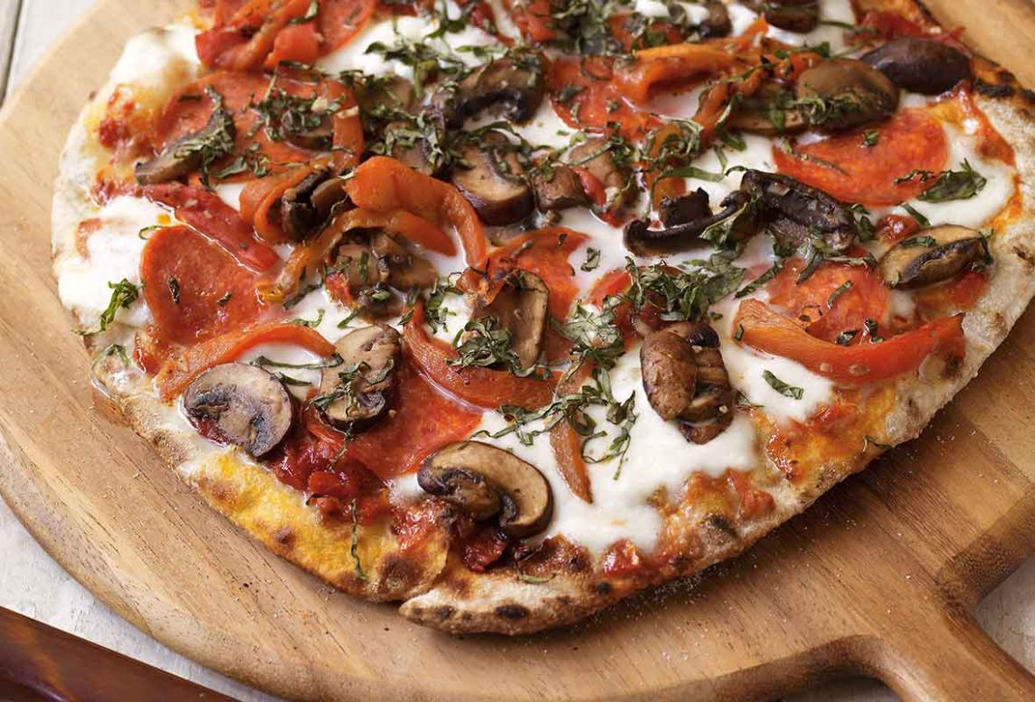 Grilled Pizza with Pepperoni and Mushrooms Recipe | Leite's Culinaria