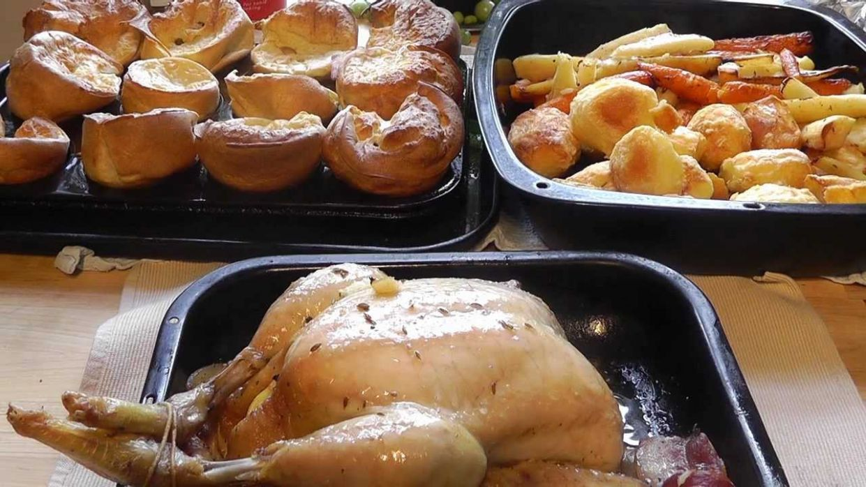 How to Make Christmas Dinner roast chicken potatoes yorkshire puddings - Chicken Recipes For Xmas Dinner