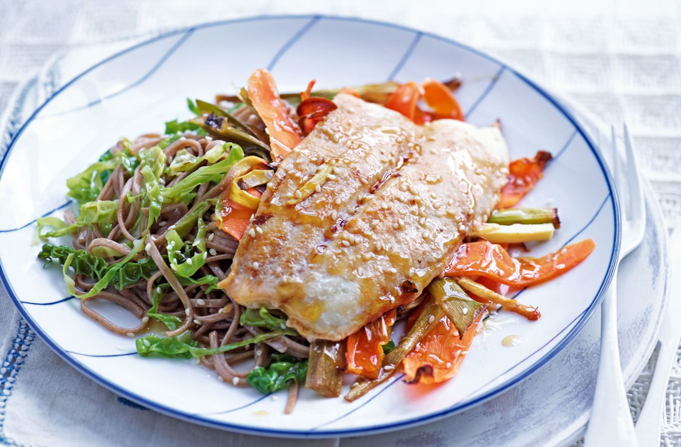 Miso fish with sesame noodles and greens - Recipe Fish Noodles