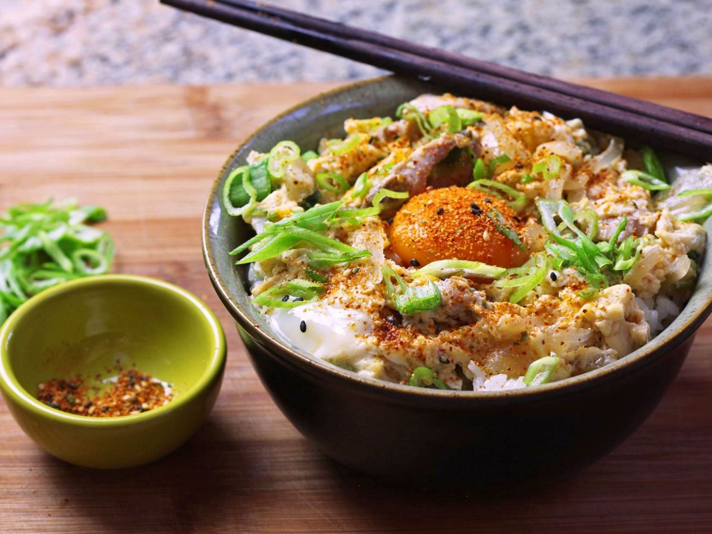 Oyakodon (Japanese Chicken and Egg Rice Bowl) Recipe - Easy Recipes Japanese Food