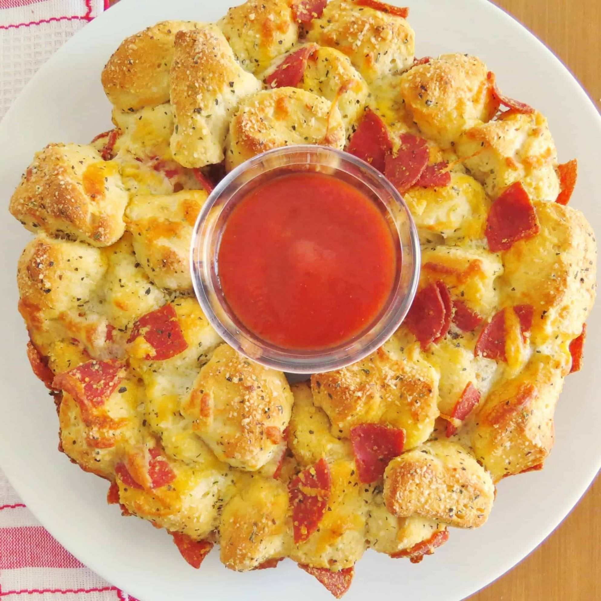 PIZZA PULL-APART BREAD - Pizza Recipes Using Biscuits