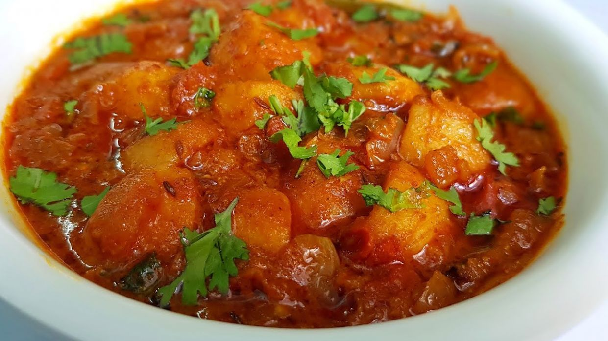 Potato gravy for chapathi, roti & rice || Surely you will love the curry ||  Aloo curry - Potato Recipes For Chapathi