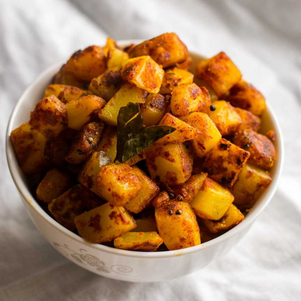 Potato Kara Kari, Urulai kizhangu Kara Curry Recipe - Potato Recipes In Tamil