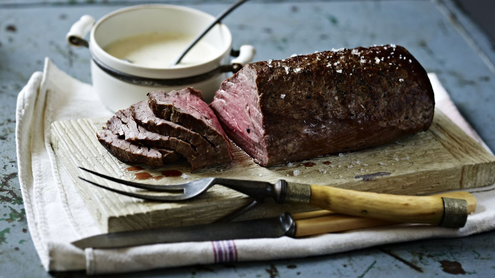 Roast fillet of beef with roasted garlic and mustard cream - Recipes Beef Fillet