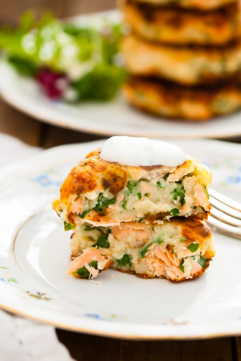 Salmon Cakes with Chive and Garlic Sauce - Recipes Fish Cakes Salmon