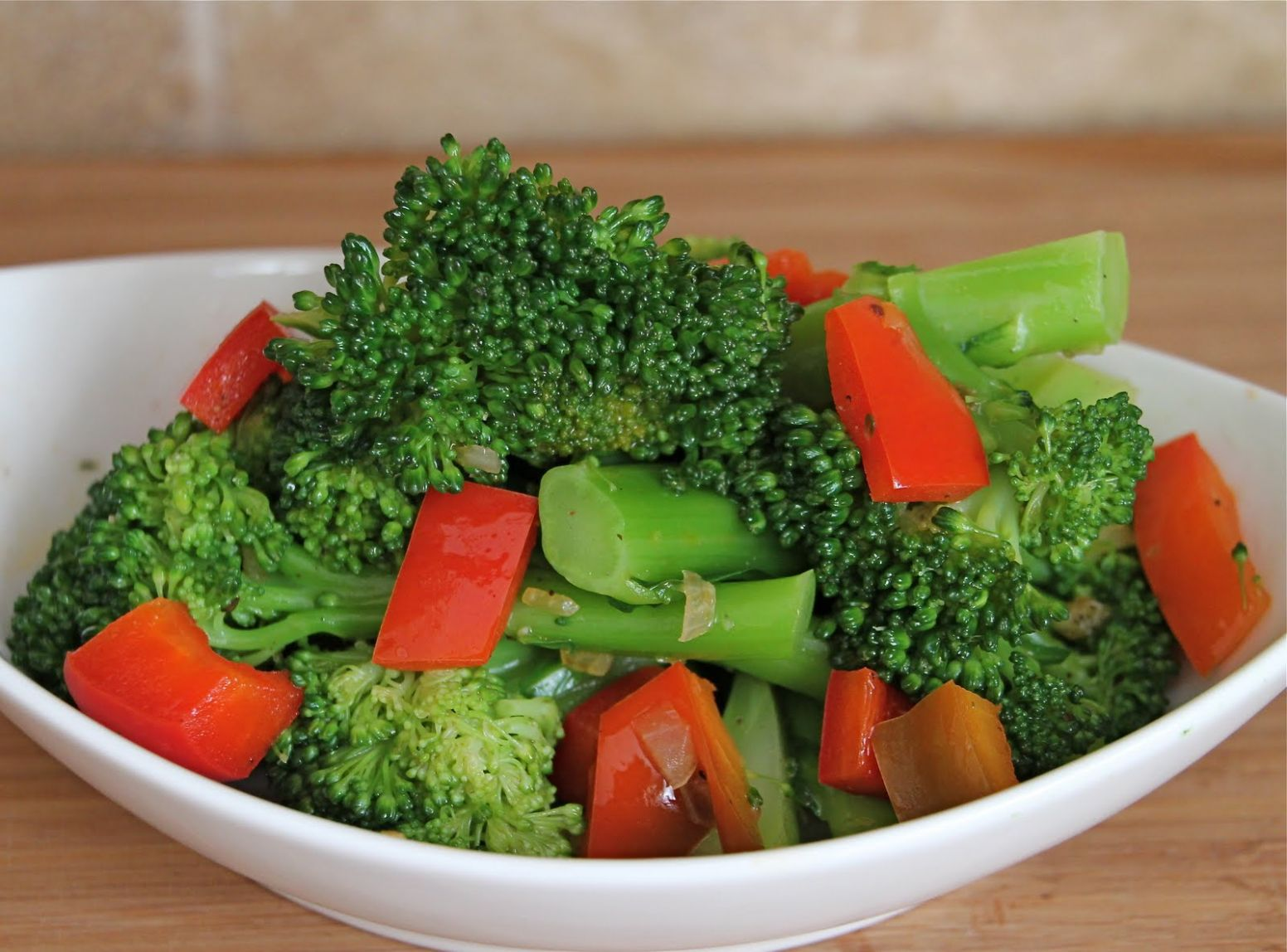 Sauteed Broccoli and Red Bell Pepper - Recipes Easy Vegetable Side Dish
