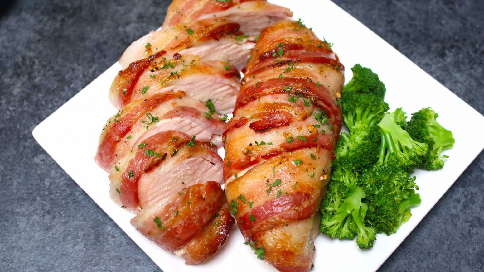 Slow Cooker Bacon Garlic Chicken Breast (+VIDEO) - Recipes Chicken Breast And Bacon