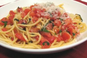 Spaghetti with Fresh Tomato Sauce -- Lynn's Recipes