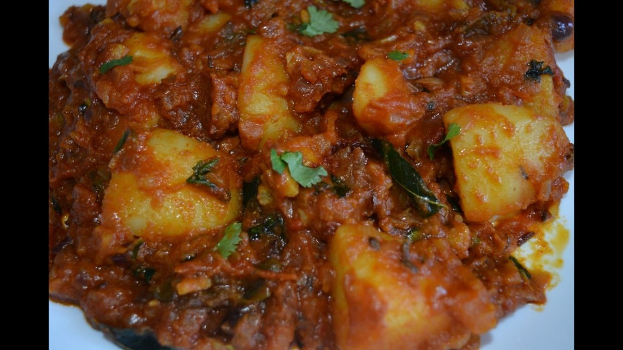 Spicy Potato Curry (Restaurant Style) - For Chappathi, Roti, Naan, Bread - Potato Recipes For Chapathi
