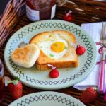 Sunny Side Up Egg Heart Toasts For Valentine's Day Breakfast – Breakfast Recipes Of Bread