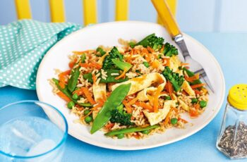 Vegetable fried rice with egg ribbons